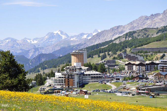 Panoramica-_Hotel-Villaggio-Olimpico-Sestriere- SALE SCUOLA VIAGGI